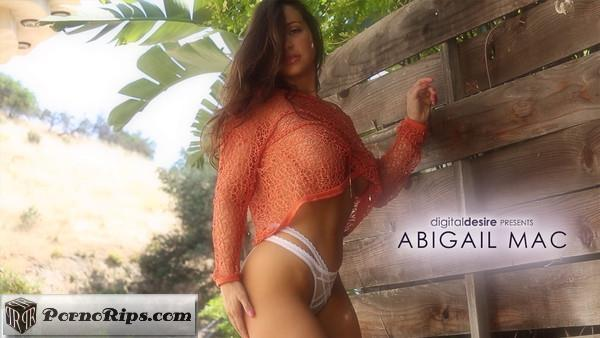 digitaldesire-18-07-13-abigail-mac.jpg