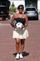 Nia Long playing ball in a parking lot in Malibu 07/16/201875806237_75768224_nia-long_16072018p_21