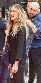 Sarah Jessica Parker - Flashes Black Bra And Cleavage During Intimissimi Photoshoot (7/19/18)
