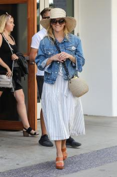 Reese Witherspoon - Out For Lunch At Elephante in Santa Monica (7/27/18)