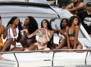 winnie-harlow-and-cindy-bruna_28072018p.jpg