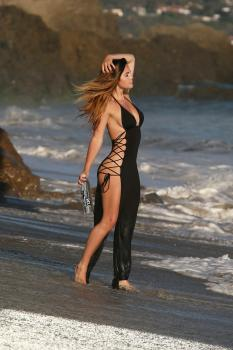 Kaili Thorne on the set of a 138 Water photoshoot in Malibu 7/30/18p6qrkanvn5.jpg