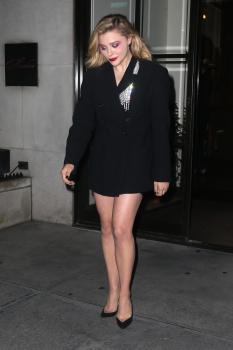 Chloë Grace Moretz at Maialino in NYC 7/30/18v6qrjws6mo.jpg