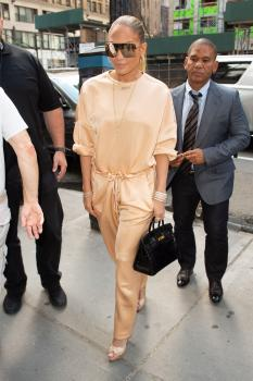 Jennifer Lopez arriving at an office building in NYC 7/31/18 k6qrv2bloj.jpg