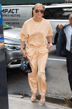 Jennifer-Lopez-arriving-at-an-office-building-in-NYC-7%2F31%2F18-76qrv2gang.jpg