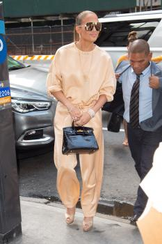 Jennifer Lopez arriving at an office building in NYC 7/31/18 56qrv2hhrj.jpg