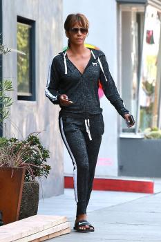 Halle-Berry-out-in-West-Hollywood-8%2F2%2F18-76qs9wjjti.jpg