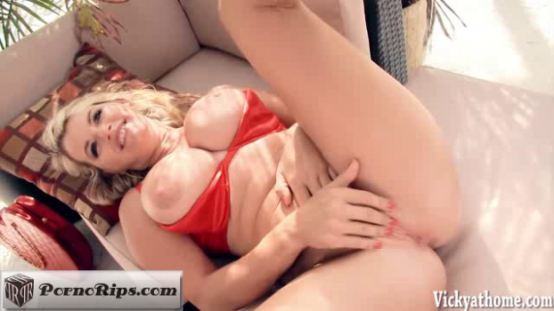 vickyathome-18-07-05-red-hot-n-horny.png